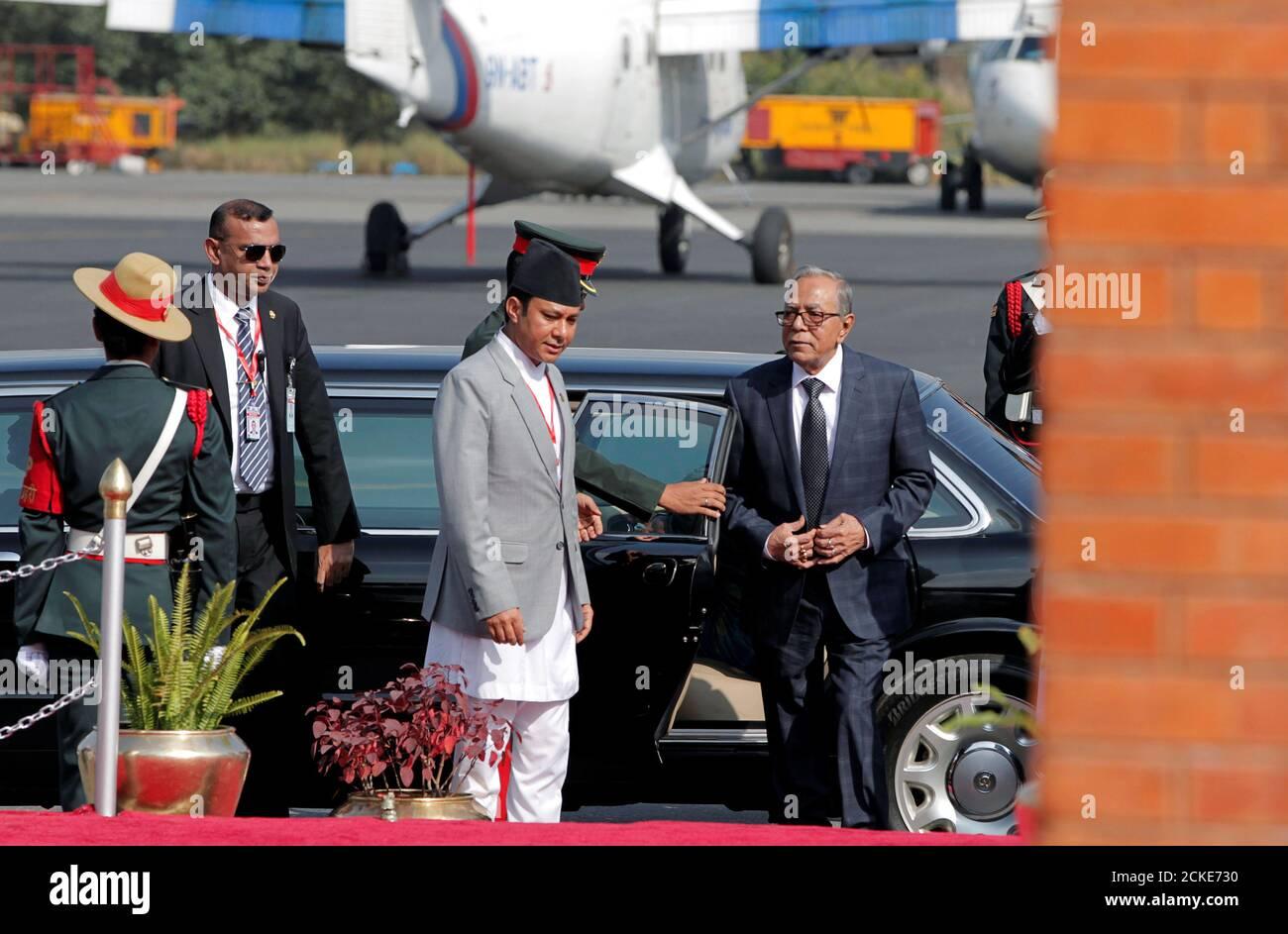 Président du Bangladesh Abdul Hamid arrive à l'aéroport international de Tribhuwan à Katmandou, au Népal, le 12 novembre 2019. Niranjan Shrestha/Pool via REUTERS Banque D'Images
