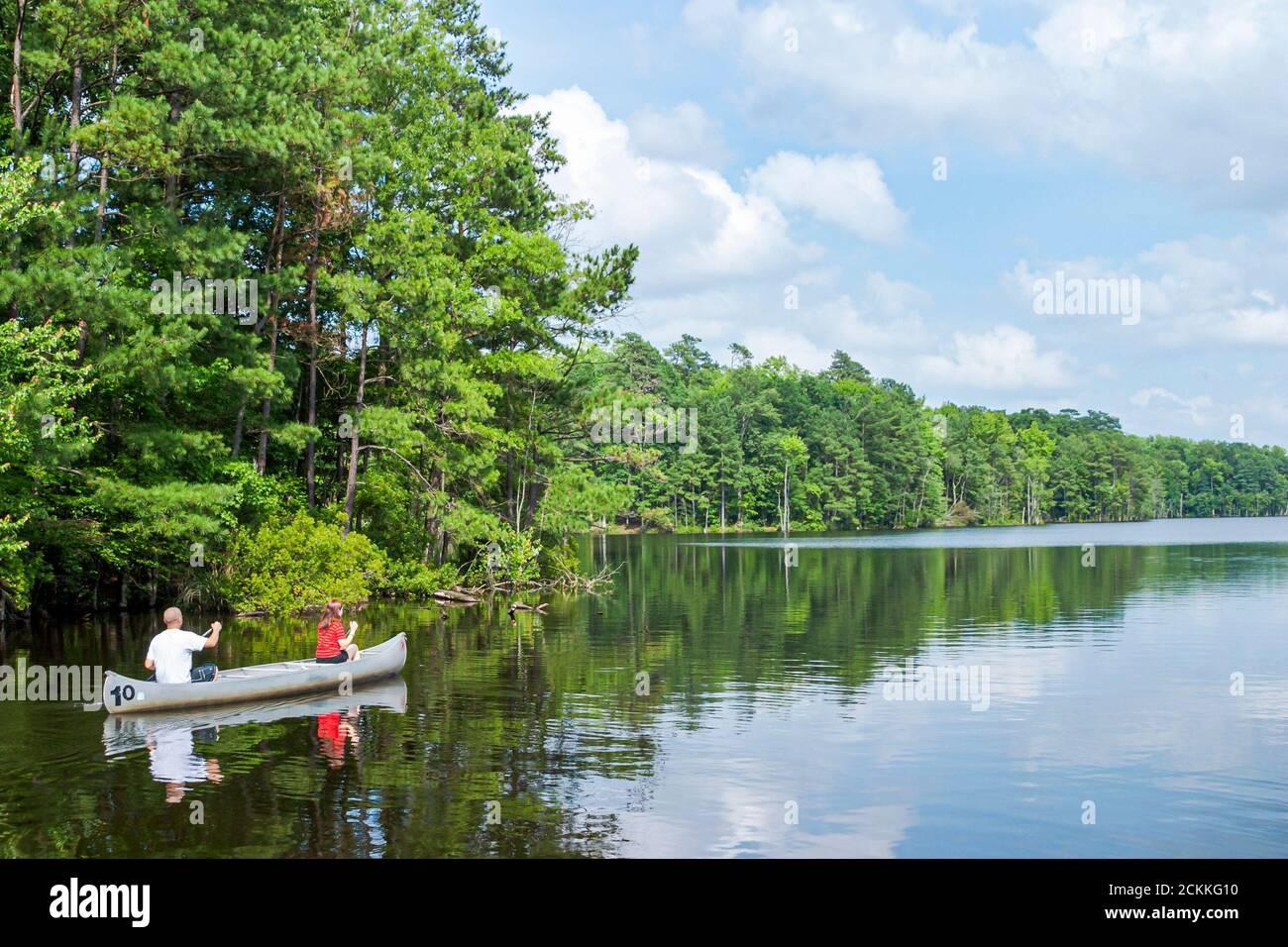Virginia Newport News Park récréation nature paysage naturel, homme femme couple canot bateau paddle pagayer eau Beaverdam Creek, Banque D'Images
