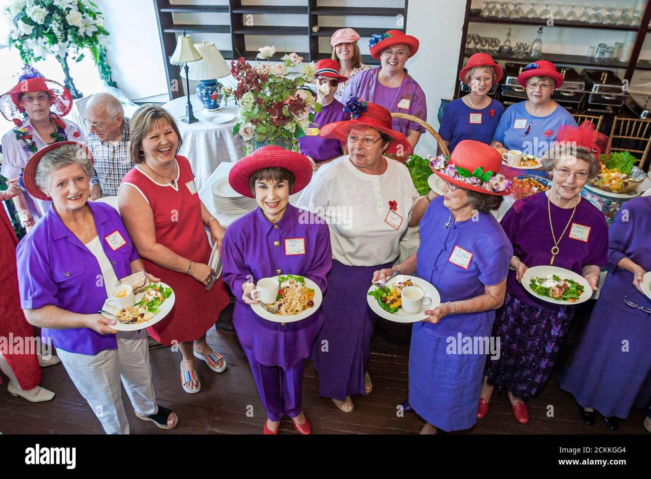 Virginia Newport News The Boxwood Inn, hôtel hôtels auberge, Red Hatters femmes club vêtements portant chapeau chapeaux, Américains, Banque D'Images