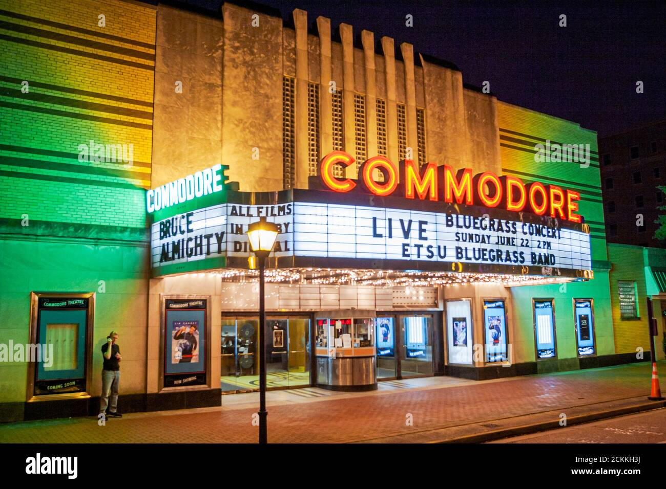 Virginia Portsmouth High Street Commodore Theatre Theatre, 1945 Art Deco cinéma cinéma cinéma cinéma cinéma cinéma cinéma cinéma cinéma cinéma cinéma cinéma, nuit vie nocturne marque lumières, américain Banque D'Images