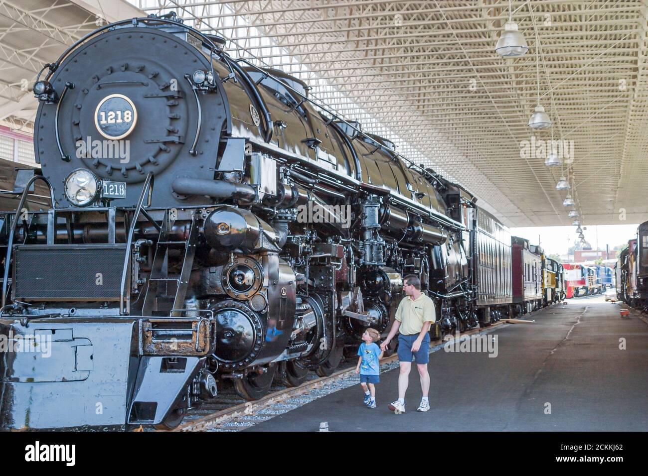 Virginia Roanoke Museum of Transportation, exposition d'histoire expose collections de collection, train moteur de locomotive père fils look, Banque D'Images