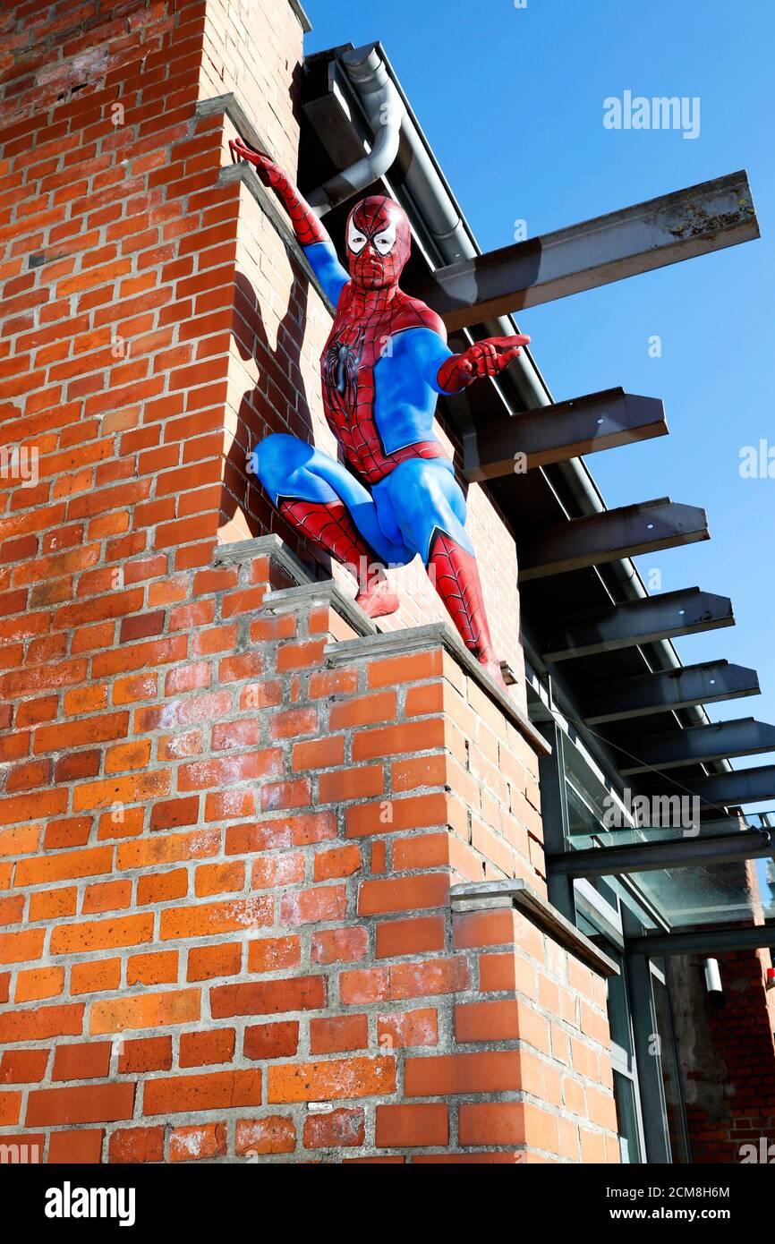 GEEK ART - Bodypainting and Transformaking: Spider-Man photoshooting avec Patrick Kiel au Hefehof à Hamelin le 15 septembre 2020 - UN projet du photographe Tschiponnique Skupin et du peintre du corps Enrico Lein Banque D'Images