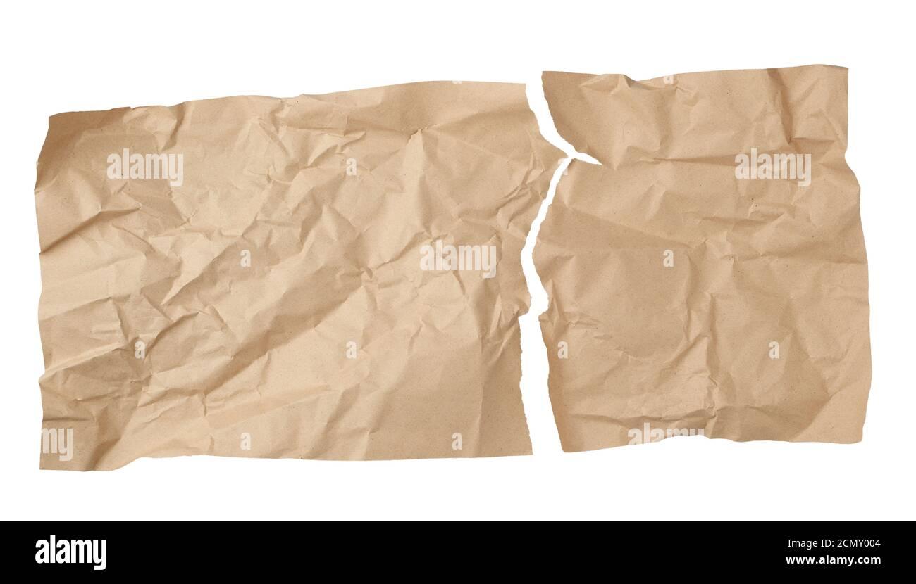 nettoyer la feuille marron déchirée de papier artisanal souillée sur un arrière-plan blanc Banque D'Images