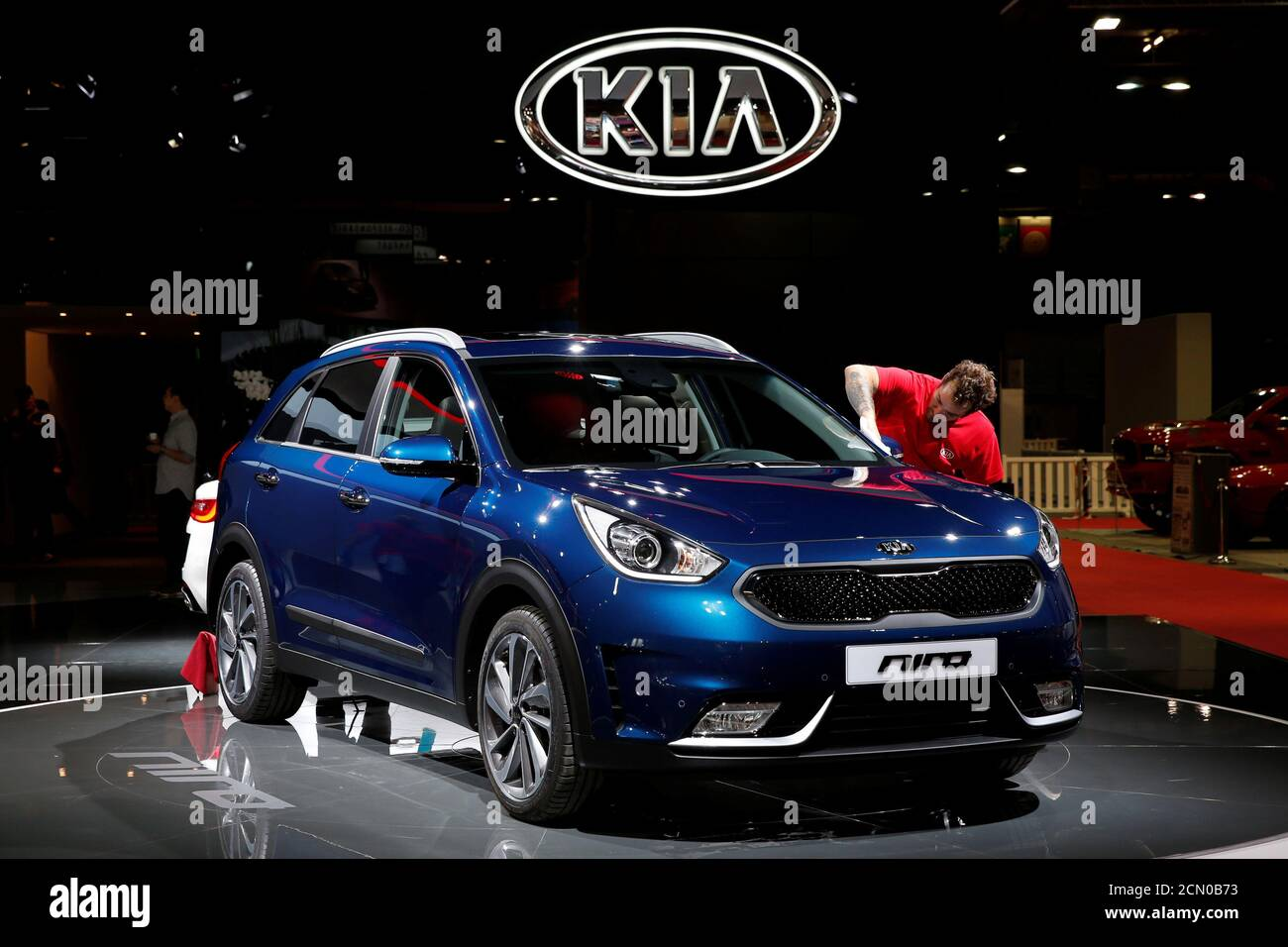 The Kia Niro is displayed on media day at the Paris auto show, in Paris, France, September 29, 2016. REUTERS/Benoit Tessier Banque D'Images