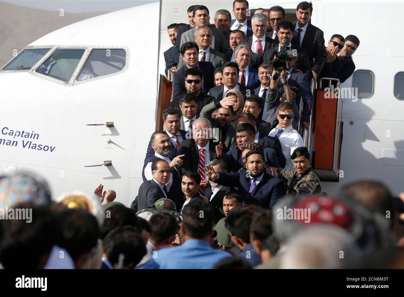 Le vice-président afghan Abdul Rashid Dostum arrive à l'aéroport international Hamid Karzaï de Kaboul, en Afghanistan, le 22 juillet 2018.REUTERS/Omar Sobhani Banque D'Images