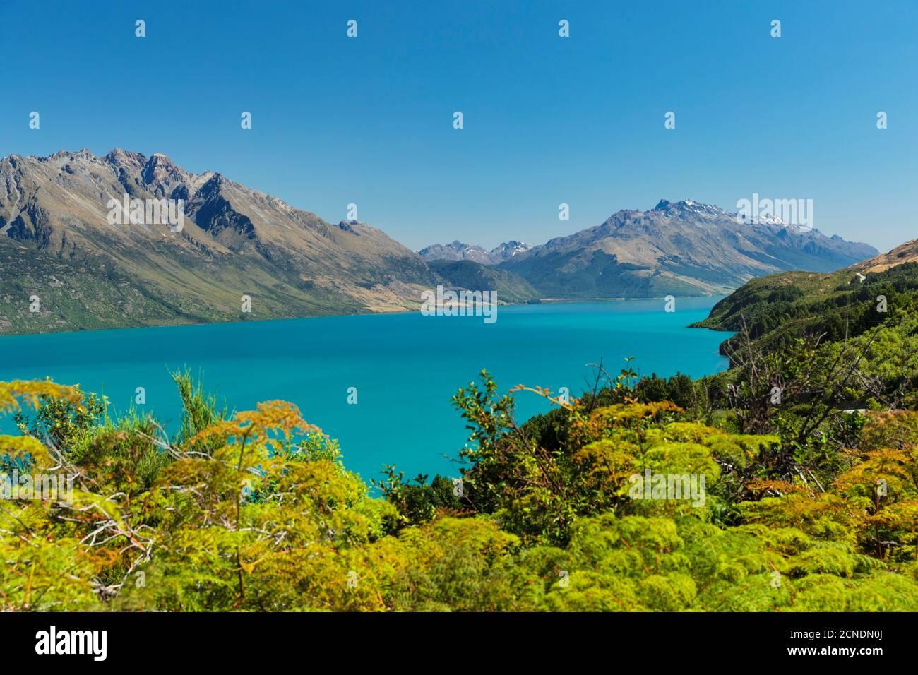 Vue sur le lac Wakatipu jusqu'aux montagnes Thomson, Queenstown, Otago, South Island, Nouvelle-Zélande, Pacifique Banque D'Images