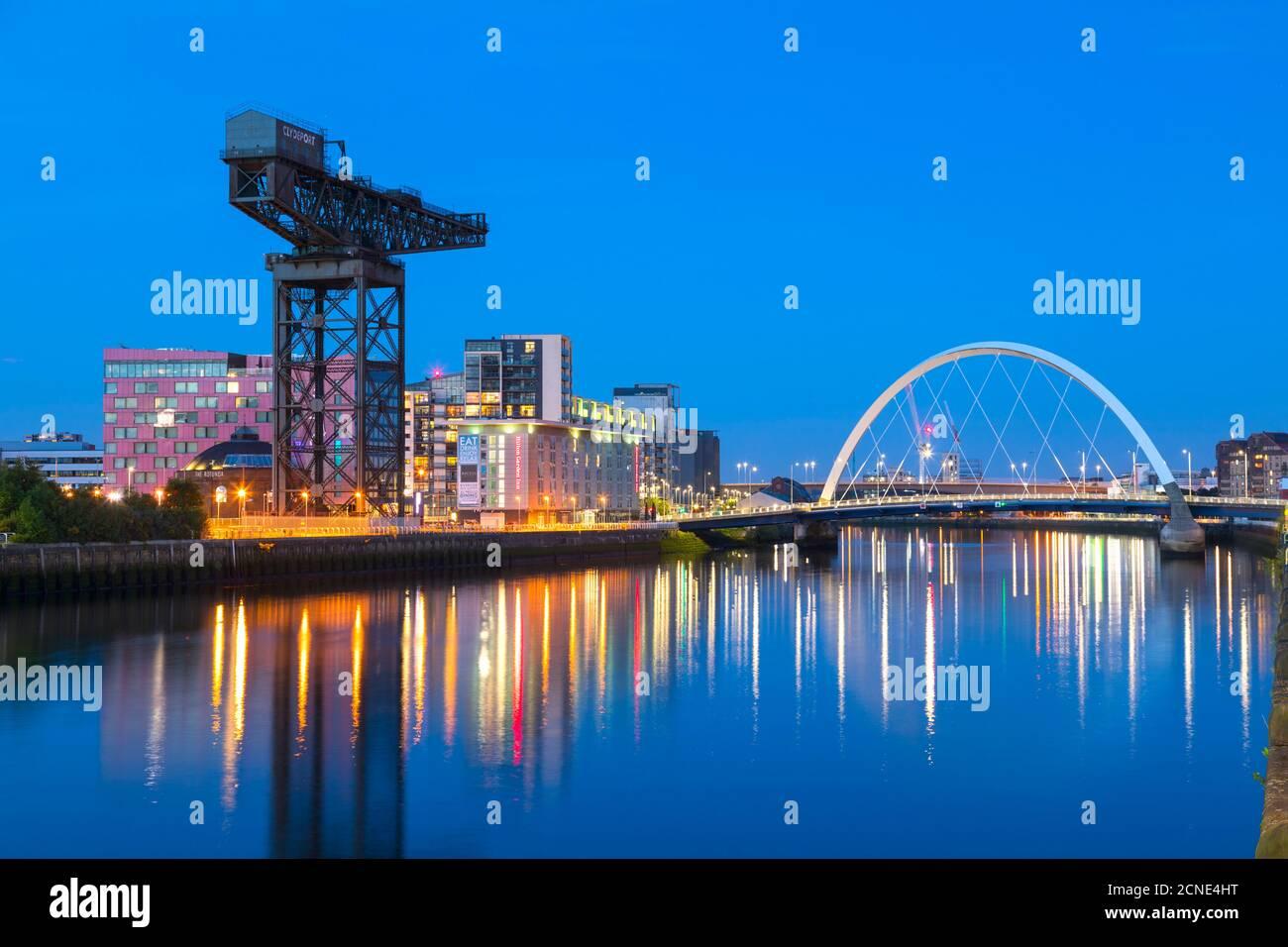 Finnieston Crane et Clyde Arc Bridge, River Clyde, Glasgow, Écosse, Royaume-Uni, Europe Banque D'Images