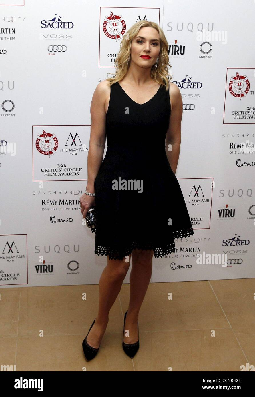 L'actrice britannique Kate Winslet pose pour les photographes au 36e London Critsons' Circle film Awards à Londres, en Grande-Bretagne, le 17 janvier 2016. REUTERS/Neil Hall Banque D'Images