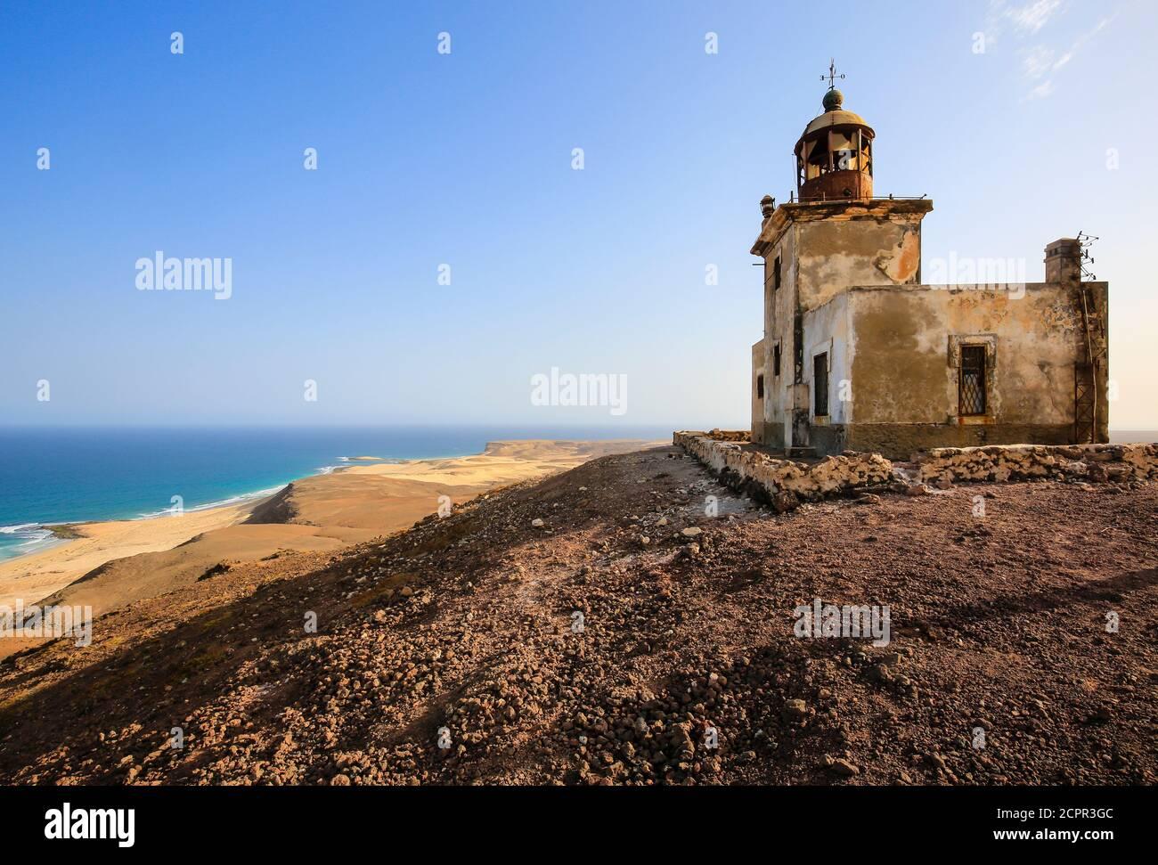Morro Negro, Boa Vista, Cap-Vert - Phare sur le côté est intact de Boa Visa. Banque D'Images