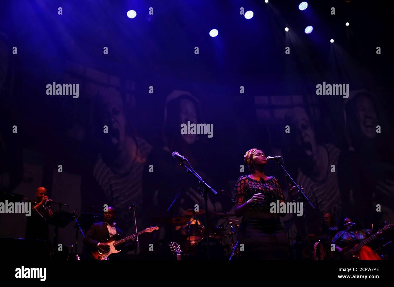 Des musiciens se produisent lors de la célébration de la Journée de l'Afrique surnommée « concert de la libération » à Johannesburg, Afrique du Sud, le 25 mai 2018. REUTERS/Siphiwe Sibeko Banque D'Images
