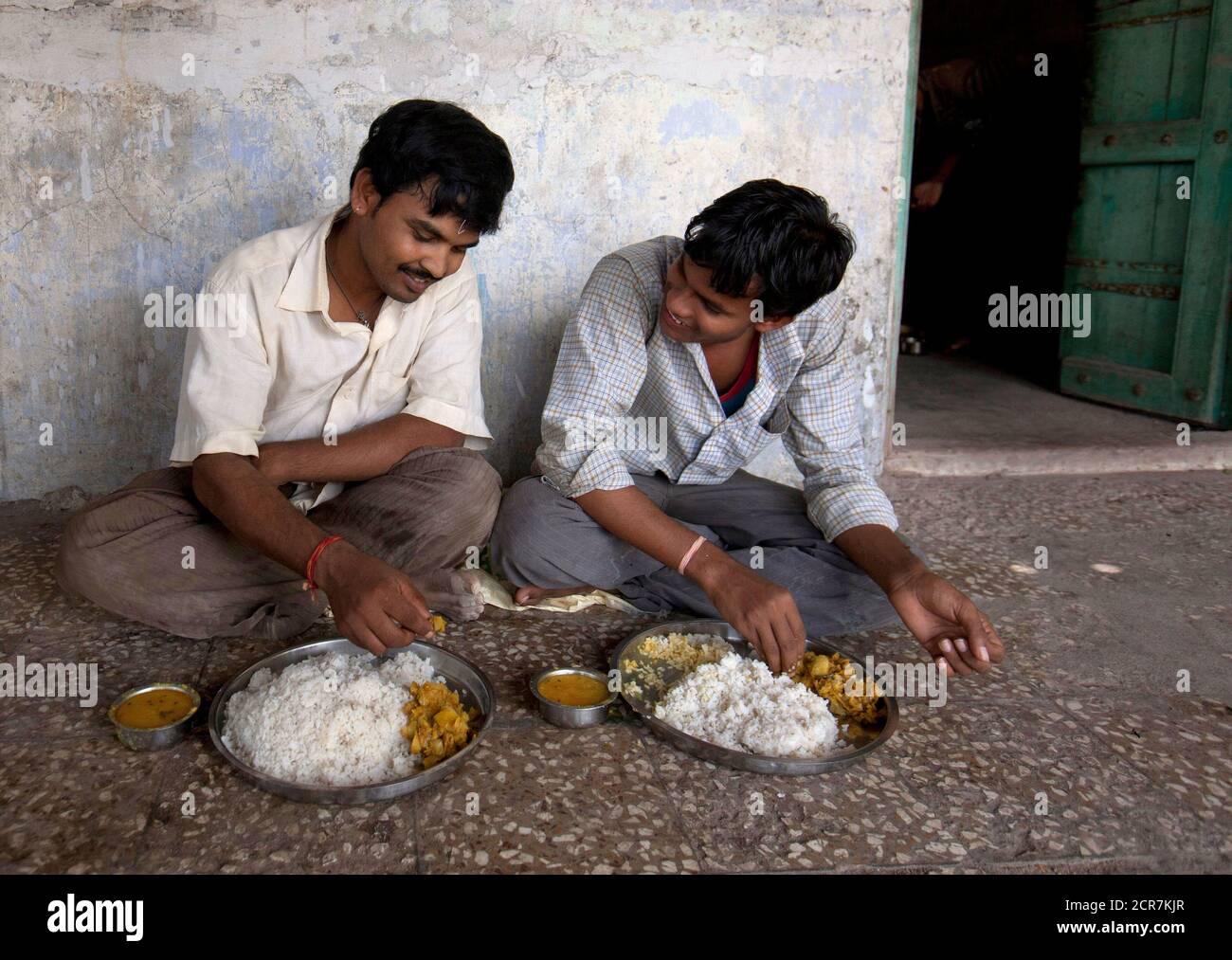 In female ahmedabad male looking Man seeking