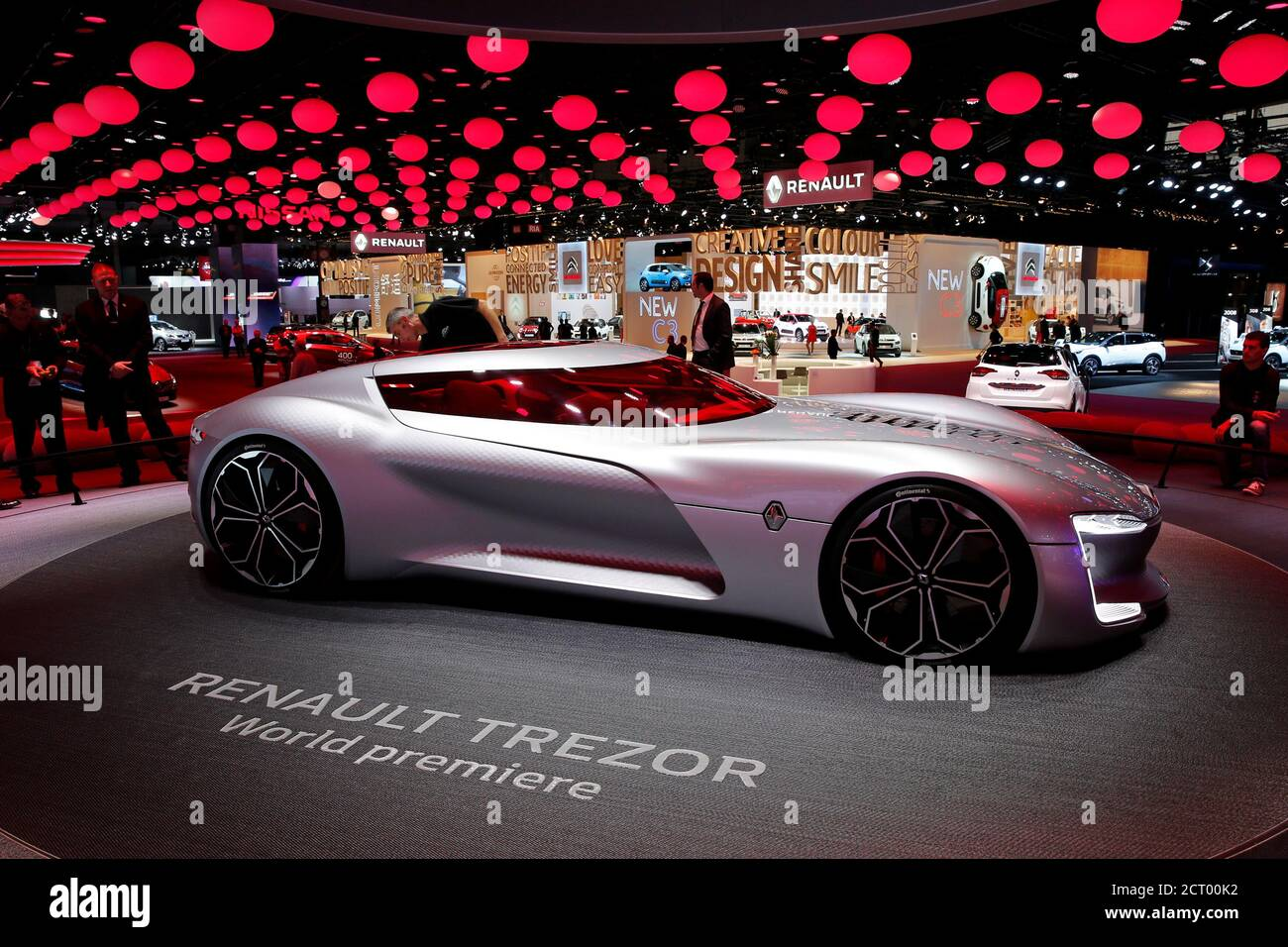 The concept car Renault Trezor is displayed on media day at the Paris auto show, in Paris, France, September 30, 2016. REUTERS/Benoit Tessier Banque D'Images