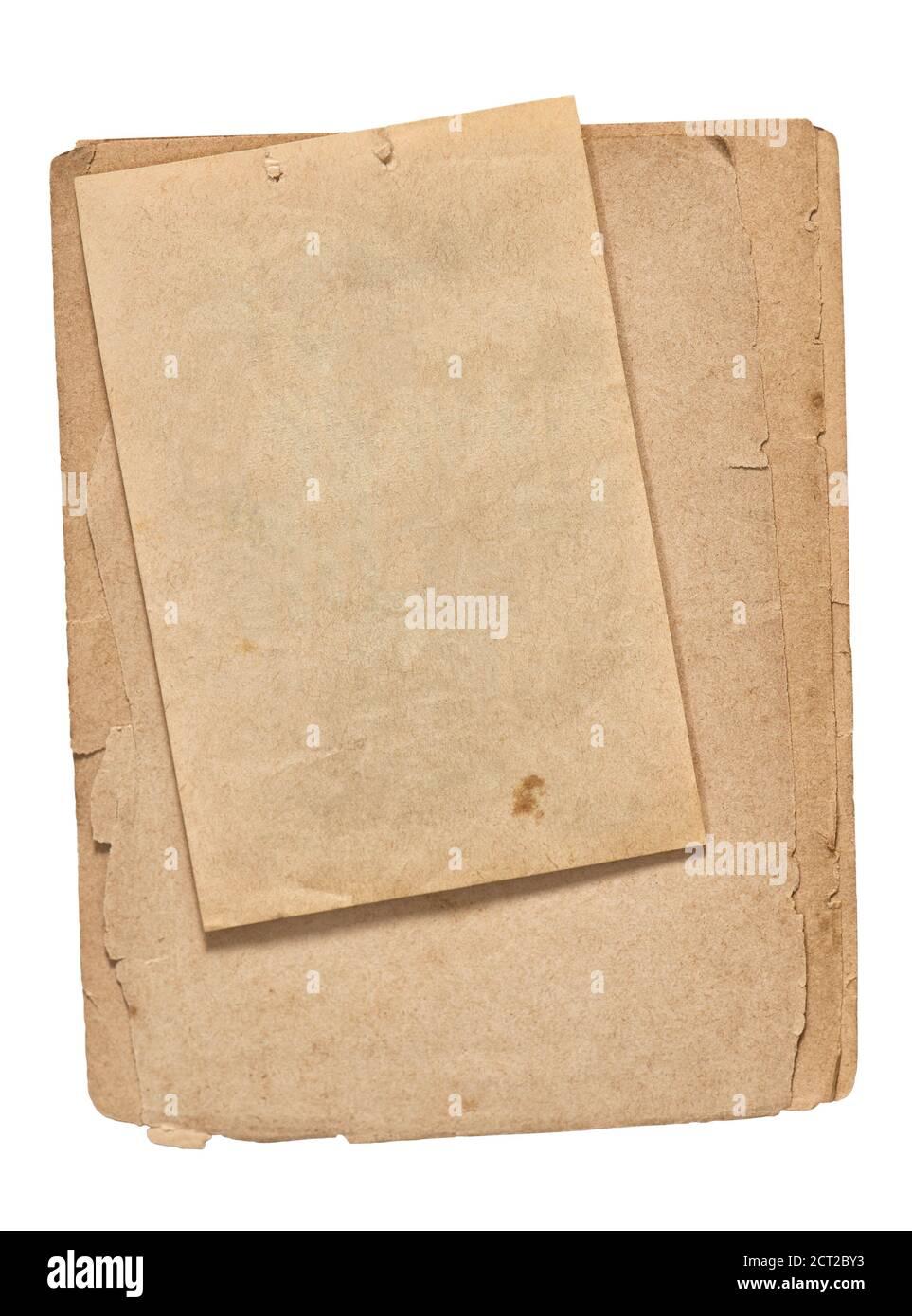 Anciennes feuilles de papier. Utilisez des pages de livre dont les bords sont déchirés et qui sont isolées sur fond blanc Banque D'Images