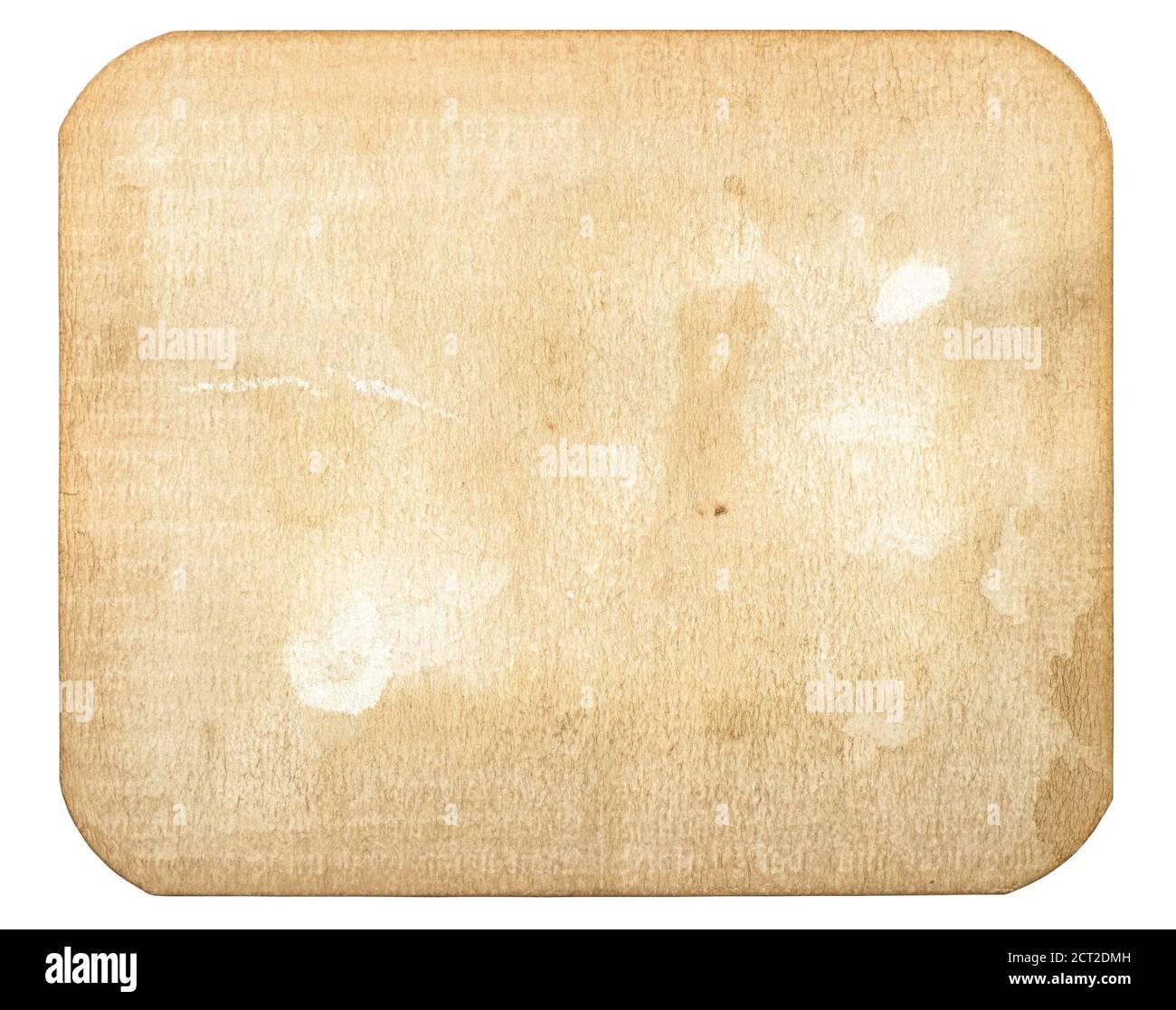 Carte papier utilisée. Vieux carton avec taches isolées sur fond blanc Banque D'Images