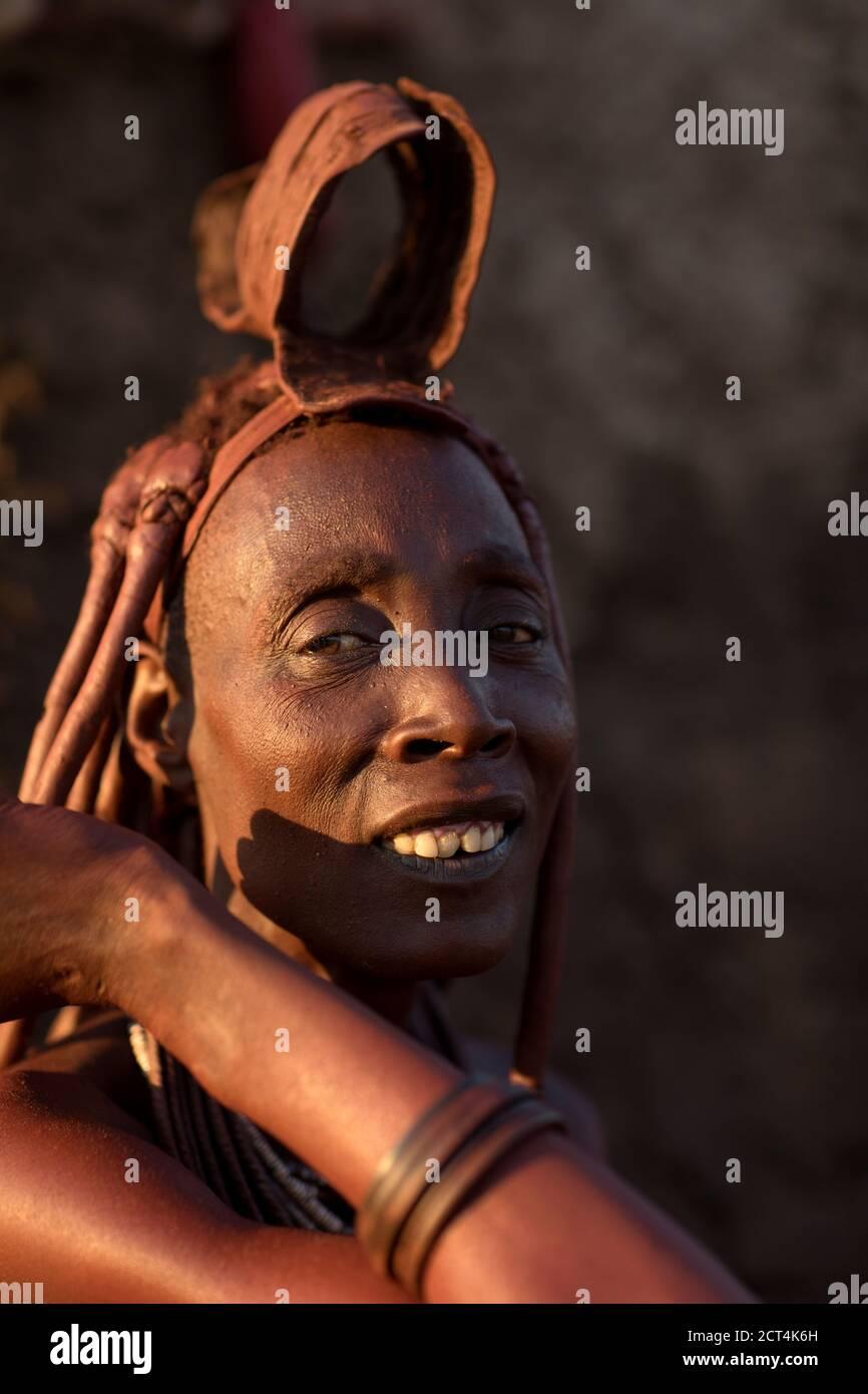 Une femme Himba de Namibie. Banque D'Images