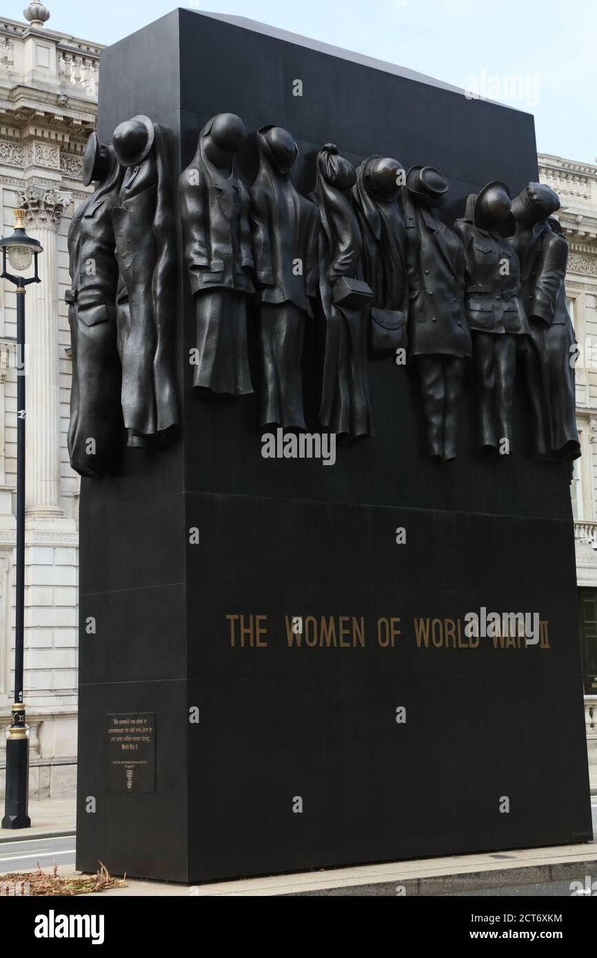 Le Monument de guerre honorant le rôle joué par les femmes pendant la Seconde Guerre mondiale est vu à Whitehall, Londres, Royaume-Uni. Banque D'Images