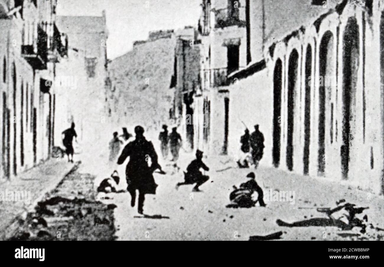 Lleida (Lérida), a servi de point de défense clé pour Barcelone pendant la guerre civile espagnole, et est tombé aux insurgés, dont les forces aériennes l'ont bombardée abondamment, en 1937 et 1938. Les attaques de Condor de la Légion du 2 novembre 1937 contre Lleida sont devenues particulièrement infâmes puisqu'elles ont été dirigées vers l'école connue sous le nom de Liceu Escolar de Lleida. 48 enfants et plusieurs enseignants y sont morts ce jour-là, 300 personnes ont été tuées lors des attentats du 2 novembre Banque D'Images