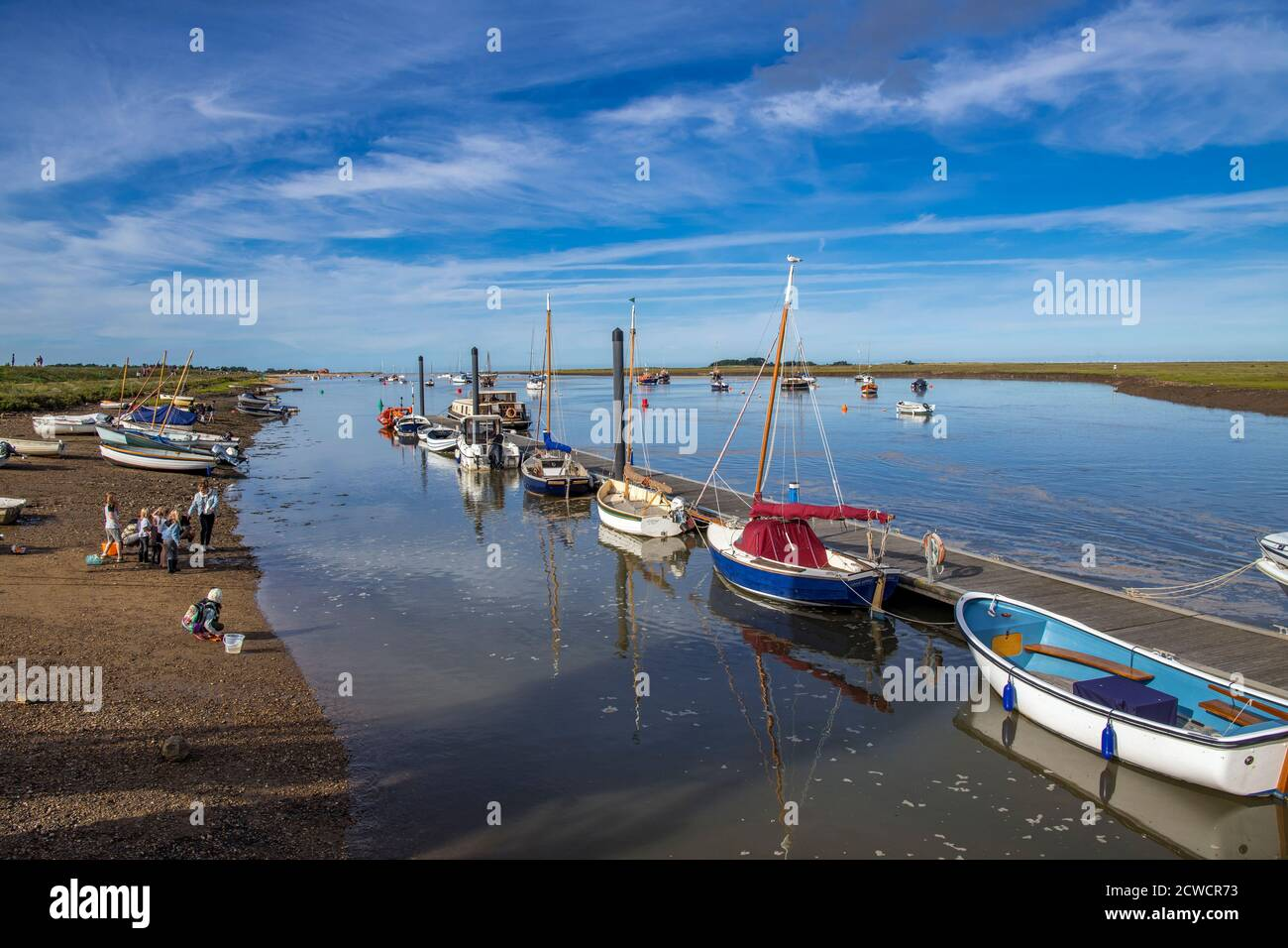 Bateaux amarrés estuaire Wells Suivant la mer Nord Norfolk Angleterre Banque D'Images
