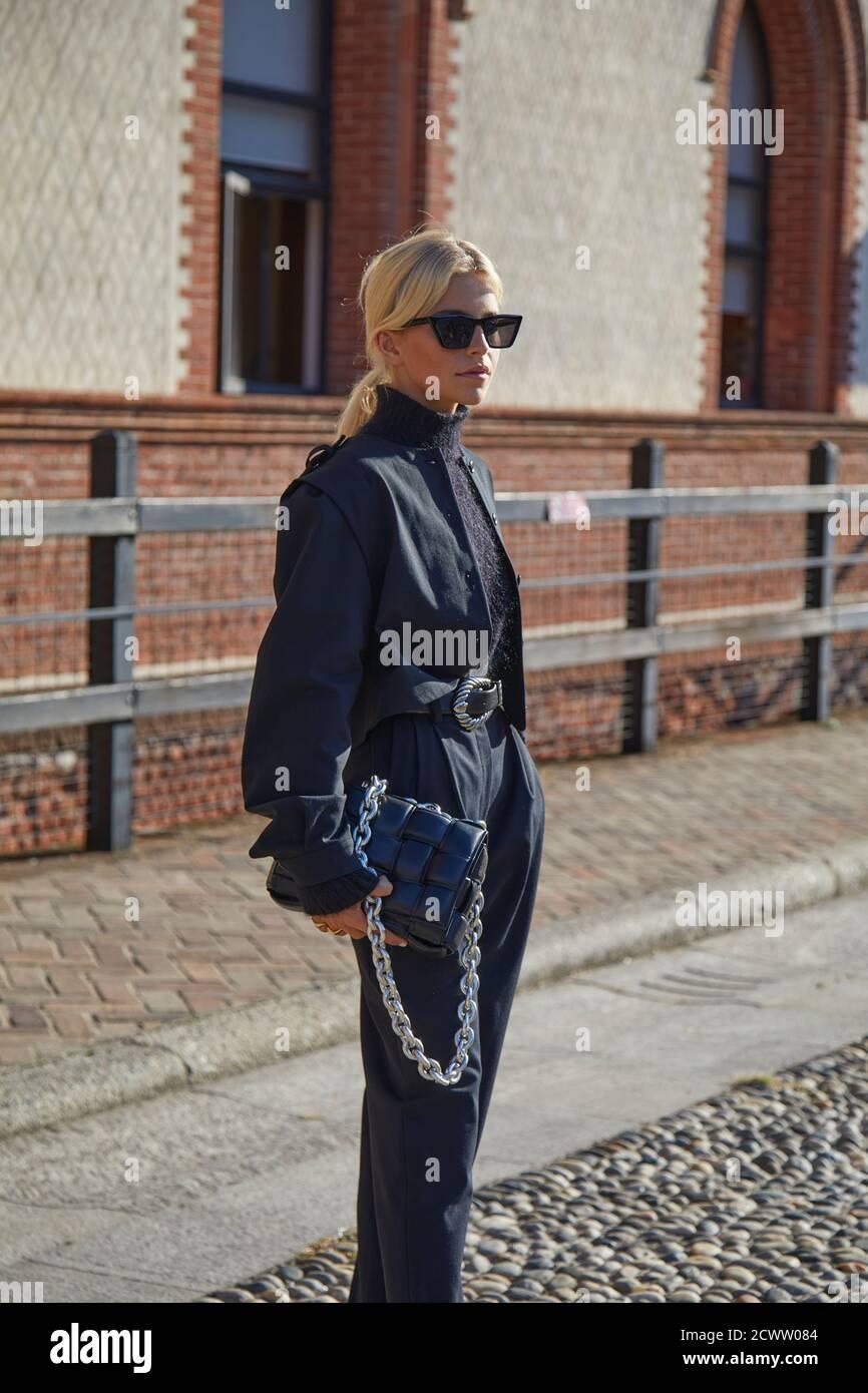 MILAN, ITALIE - 23 SEPTEMBRE 2020 : Caroline Daur avant le défilé de mode Alberta Ferretti, style de rue de la semaine de la mode de Milan Banque D'Images