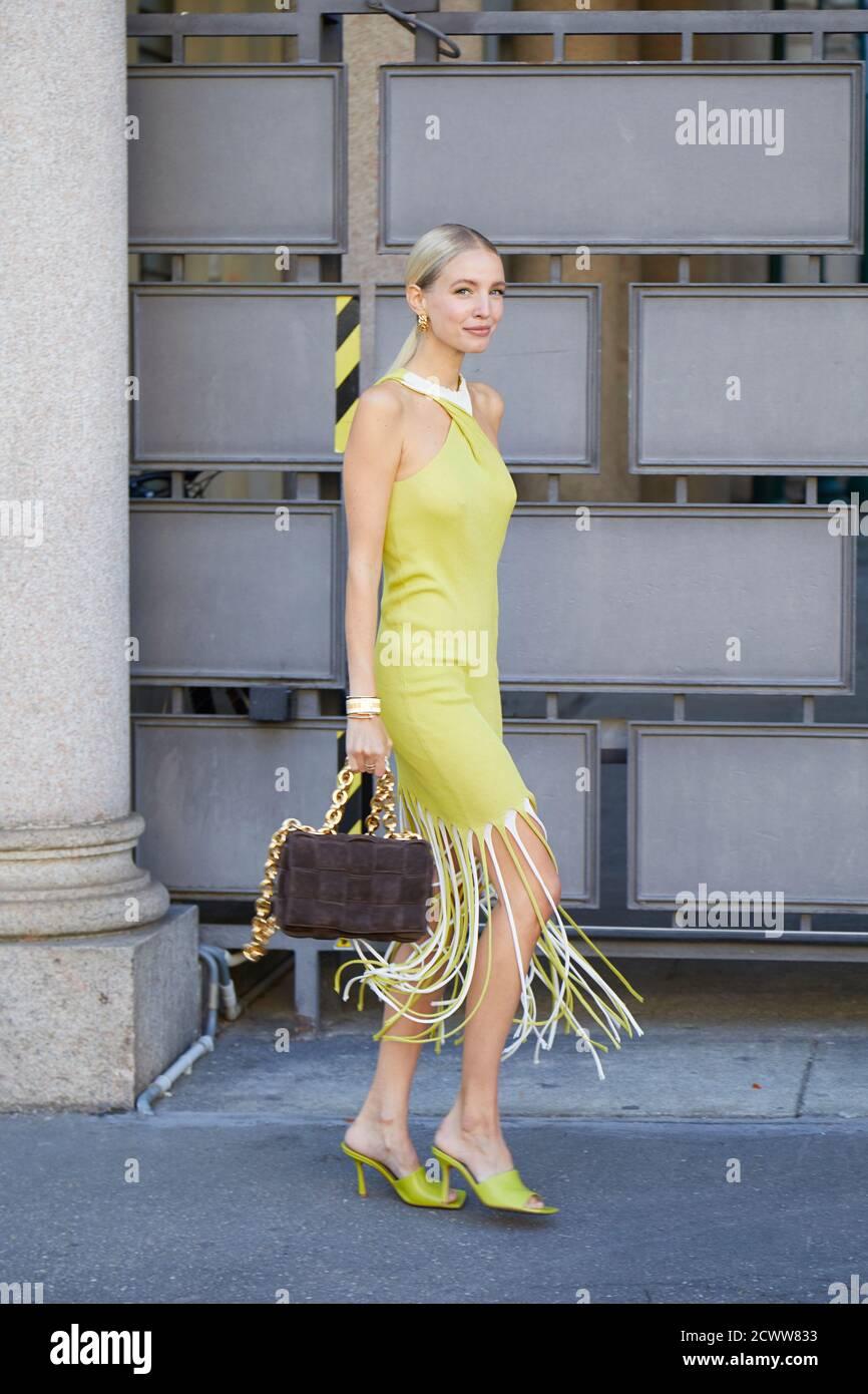 MILAN, ITALIE - 26 SEPTEMBRE 2020: Leonie Hanne avant les ports 1961 défilé de mode, Milan Fashion week Street style Banque D'Images