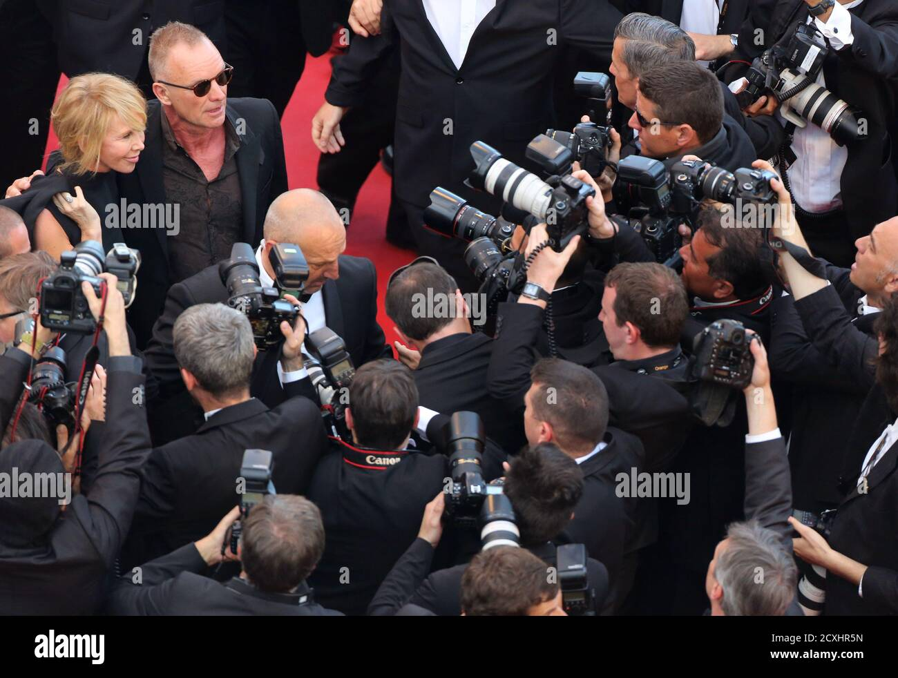 """Singer Sting and his wife British actress and producer Trudie Styler arrive on the red carpet for the film """"Mud"""", in competition at the 65th Cannes Film Festival, May 26, 2012.           REUTERS/Loic Venance/Pool (FRANCE  - Tags: ENTERTAINMENT) Banque D'Images"""