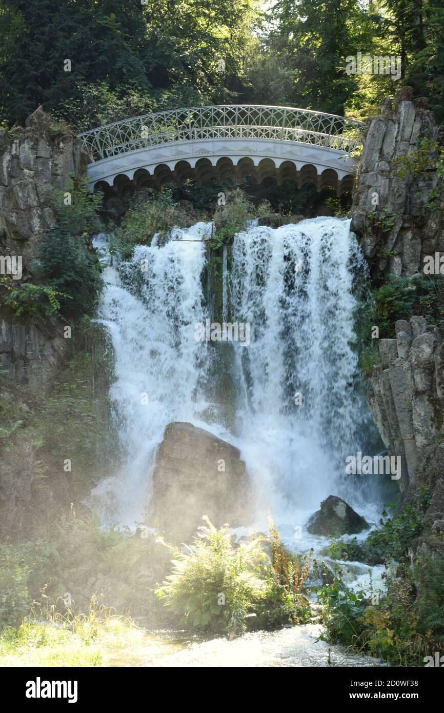 Wasserspiele - Plutogrotte, Teufelsbrücke et le temple de Jussow Banque D'Images