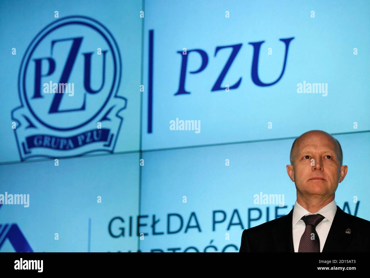 Andrzej Klesyk, chief executive of PZU Group, attends the launch of the trading at Warsaw Stock Exchange May 12, 2010. Poland's top insurer PZU posted strong gains in its market debut on Wednesday, to cap Europe's largest initial public offer in two years after braving volatile markets that forced others to put off flotations.  REUTERS/Peter Andrews (POLAND - Tags: POLITICS BUSINESS) Banque D'Images