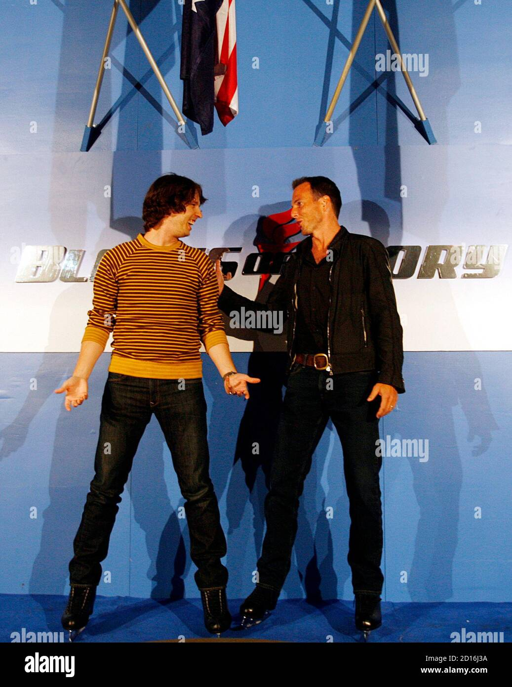"""Actors Jon Heder (L) and Will Arnett joke around at a media opportunity at an ice skating rink to promote their film """"Blades of Glory"""" in Sydney June 6, 2007.         REUTERS/Tim Wimborne     (AUSTRALIA) Banque D'Images"""
