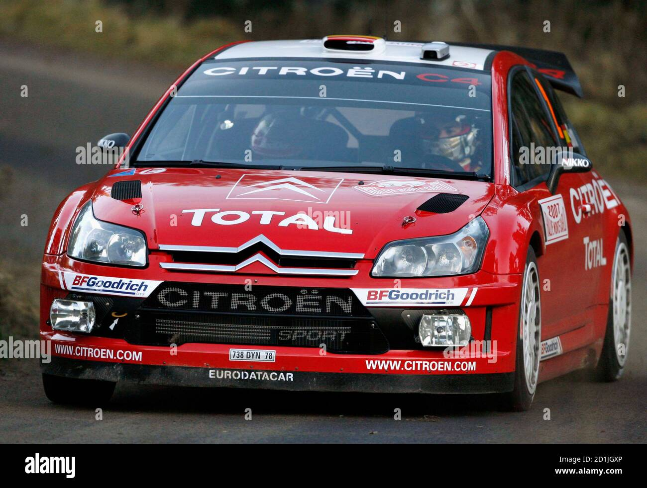 Daniel Sordo and Marc Marti of Spain drive their Citroen C4 during the tenth stage of the Rally of Monte-Carlo, the loop stage starting at Saint-Bonnet-le-Froid, southeastern France, January 20, 2007.     REUTERS/Robert Pratta   (FRANCE) Banque D'Images