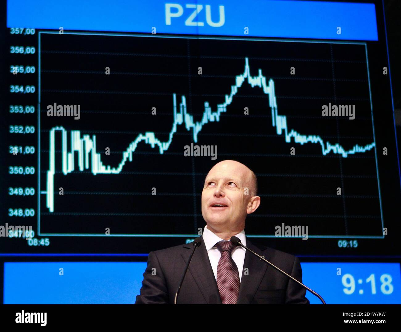 Andrzej Klesyk, chief executive of PZU Group, speaks during the launch of the trading at Warsaw Stock Exchange May 12, 2010. Poland's top insurer PZU posted strong gains in its market debut on Wednesday, to cap Europe's largest initial public offer in two years after braving volatile markets that forced others to put off flotations.  REUTERS/Peter Andrews (POLAND - Tags: POLITICS BUSINESS IMAGES OF THE DAY) Banque D'Images