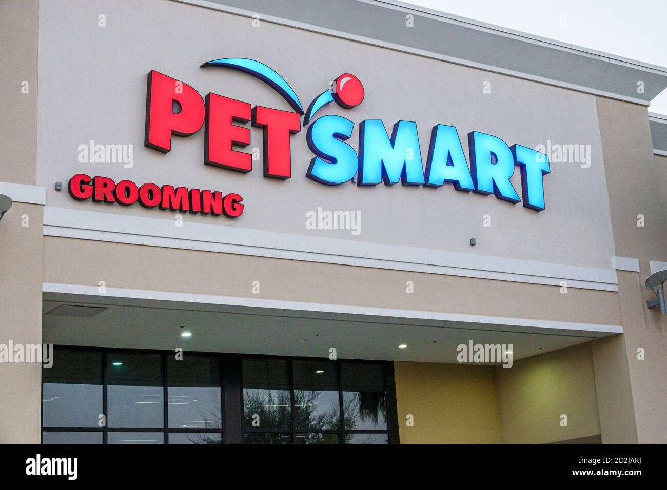 Florida Spring Hill nature Coast Commons centre commercial PET Soins intelligents pour animaux de compagnie en magasin à l'extérieur de l'entrée principale Banque D'Images