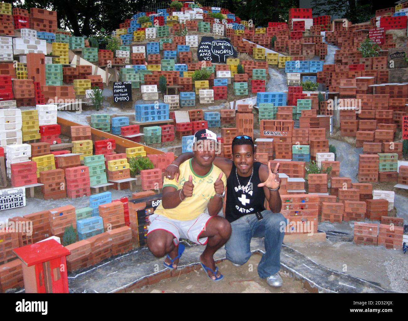 """Artists Ranieri Dias and Nelcirlan Souza De Oliveira, part of a group to work on the project, pose with their miniature Brazilian shantytown on display during the arts Biennale in Venice June 9, 2007. Italy's picturesque lagoon city of Venice is known for many things, including, at least for now, a Brazilian shantytown. The so-called """"Morrinho project"""", created by the residents of a real Rio de Janeiro shantytown, was among one of the most talked-about installations at the Venice Biennale art festival, sometimes called the """"Oscars"""" of the art world. Picture taken June 9, 2007   REUTERS/Phil St Banque D'Images"""