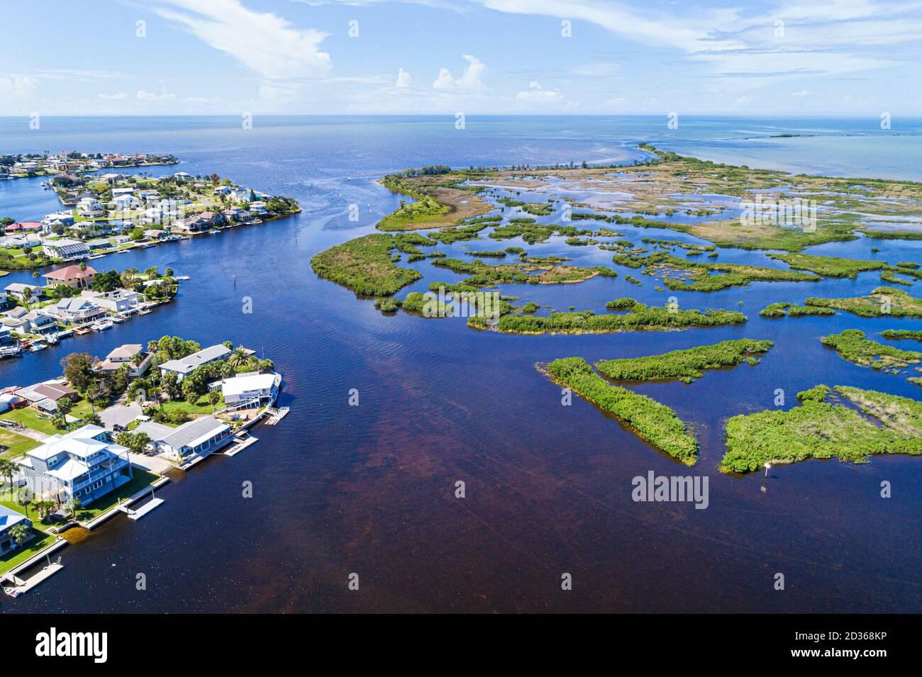 Floride Hernando Beach Golfe du Mexique Rice Creek Bay mangrove le front de mer des îles abrite des canaux paysage naturel marécages aériens oiseaux la vie des yeux Banque D'Images