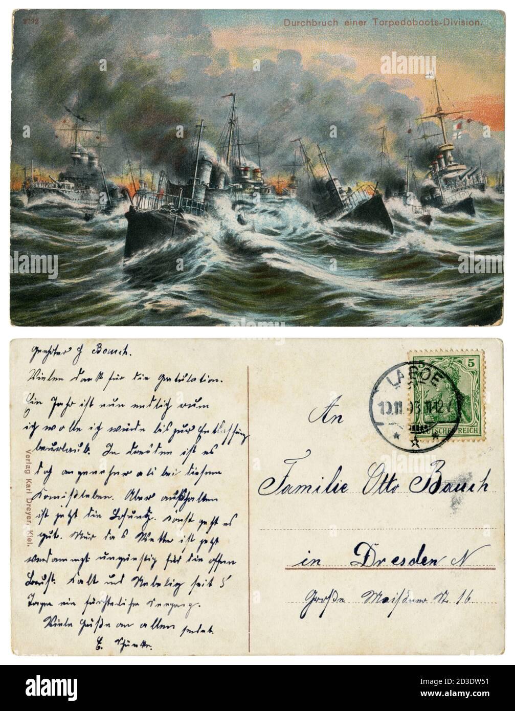 Carte postale historique allemande : percée d'une division de bateaux de torpille. Une flottille dans une mer agitée. Marine impériale allemande (kaisermarine), 1908, à l'envers Banque D'Images
