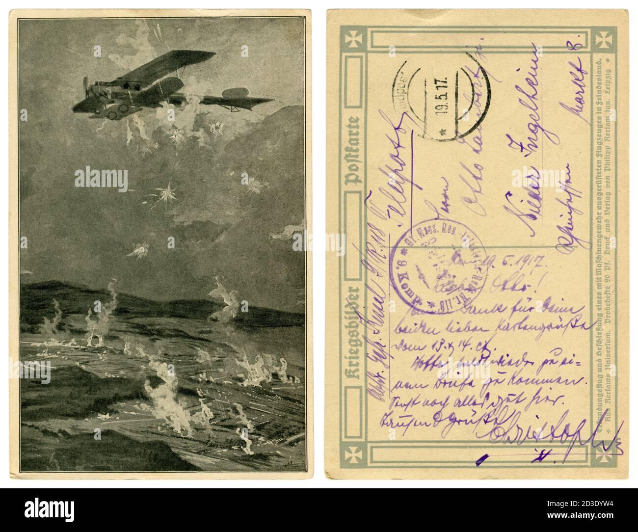 Carte postale historique allemande : tir à l'avion depuis le sol avec des mitrailleuses et des anti-mitrailleuses, la première guerre mondiale 1914-1918. Allemagne Banque D'Images