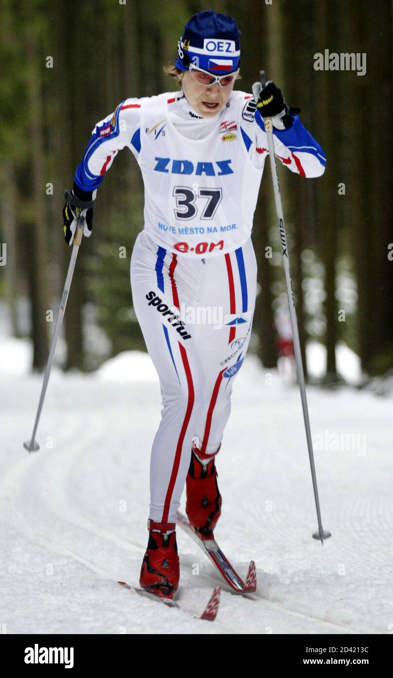 Katerina Neumannova of the Czech Republic skis in a World Cup women's cross country 10km classic style individual race in Nove Mesto na Morave, Czech Republic January 17, 2004. Neumannova came third in a time of 31minutes 30.5seconds. REUTERS/David W Cerny  DWC Banque D'Images