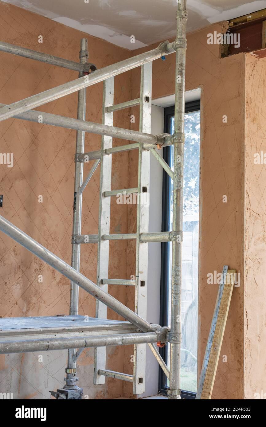 Rénovation de la propriété plâtrage des murs, couche unercoat Banque D'Images