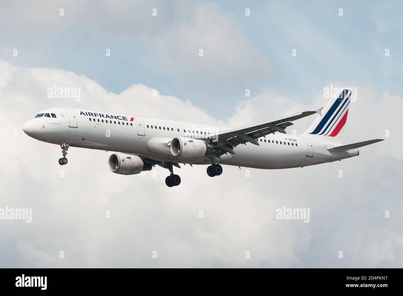 Londres, Royaume-Uni - 09 octobre 2020 - atterrissage d'un Airbus A321 d'Air France Banque D'Images
