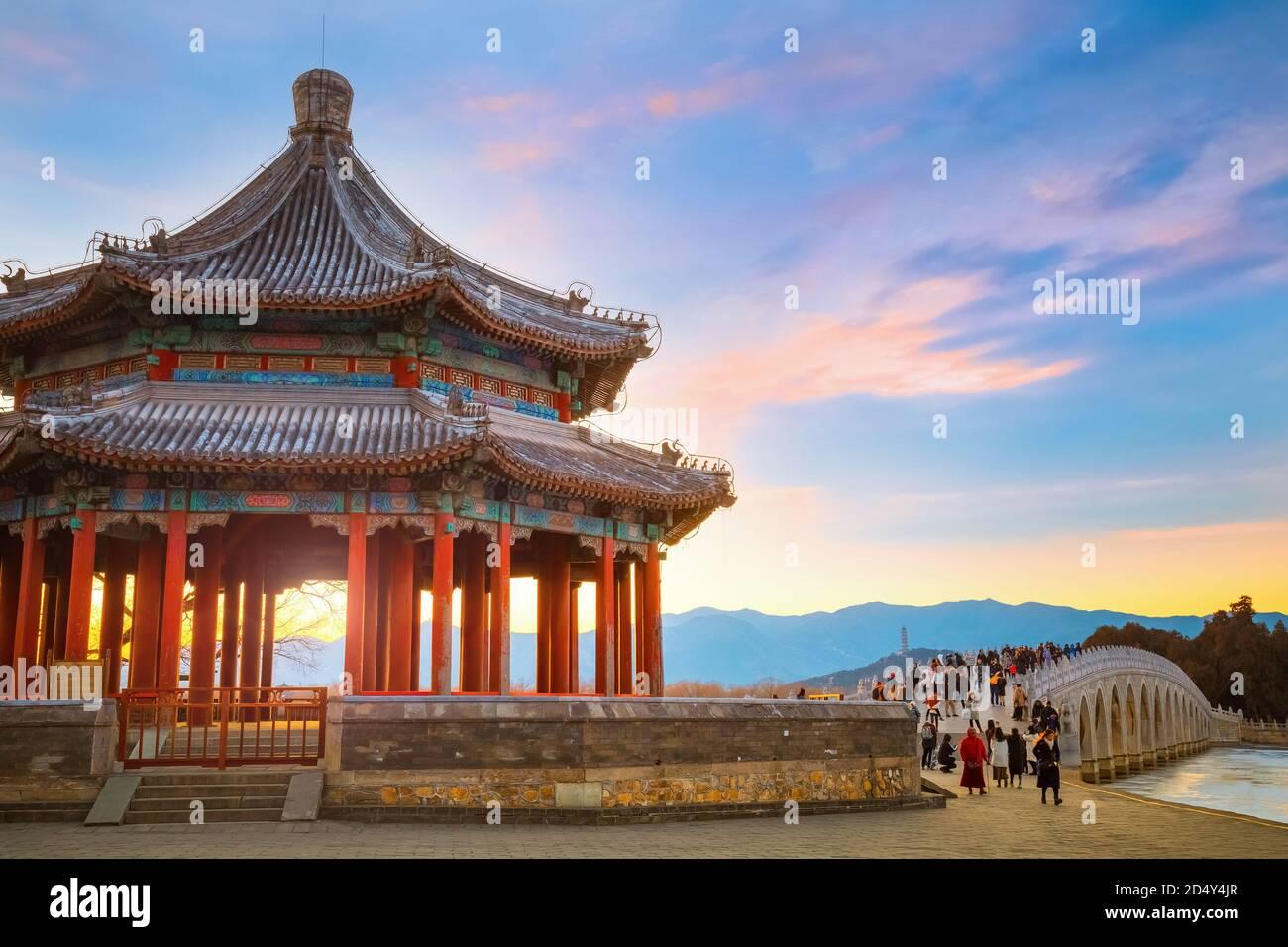 Beijing, Chine - Jan 13 2020: Pavillon Kuoru au Palais d'été, situé au milieu du barrage est à l'est du pont de l'arche 17 qui relie à Banque D'Images