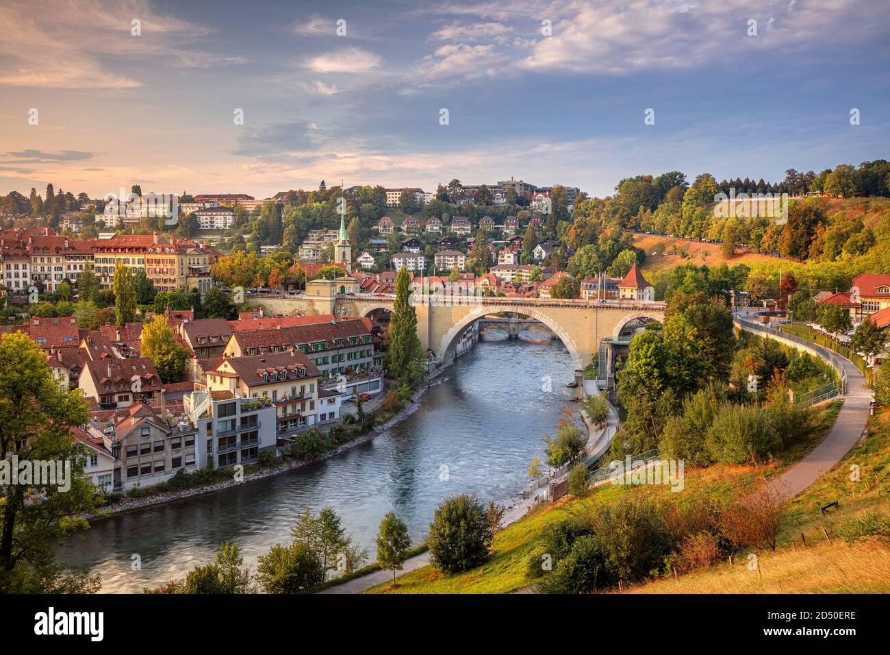 Ville de Berne. Image du paysage urbain de la capitale de Berne, Suisse, au beau coucher du soleil d'automne. Banque D'Images