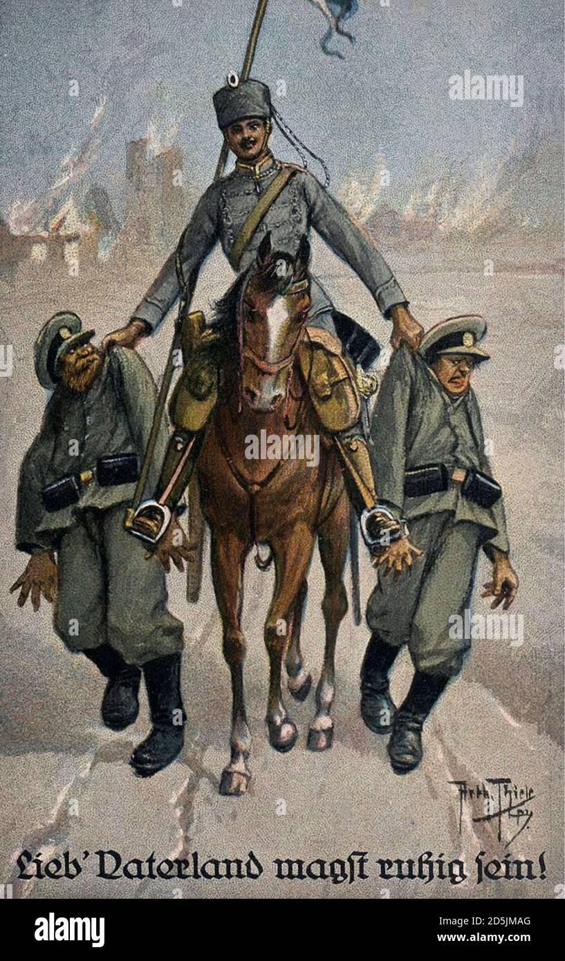 Carte postale rétro de propagande allemande. Lieb' Vaterland magst ruhig sein! (Cher Motherland peut être calme!). Hussar allemand avec deux militaires russes à l'est Banque D'Images