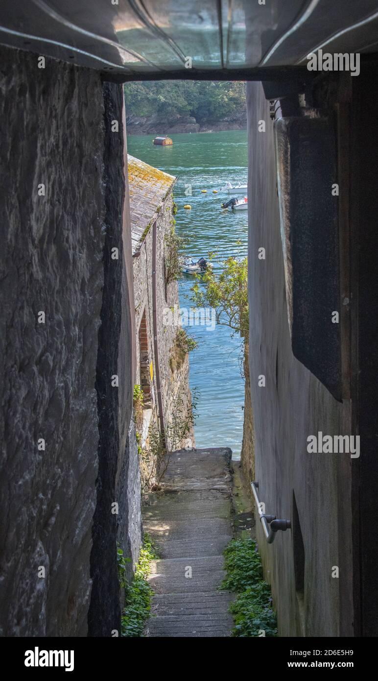 Étroit passage secret menant à Fowey River Fowey Cornwall Angleterre Banque D'Images