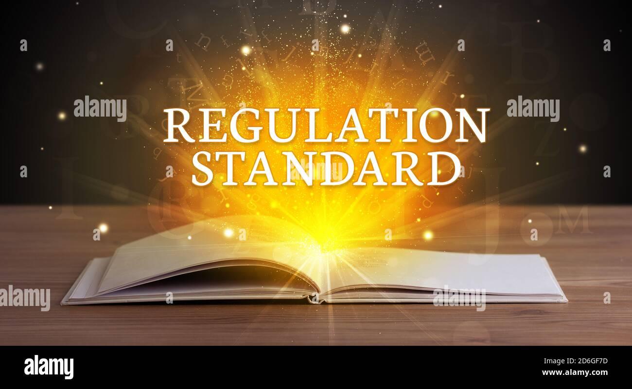 Règlement inscription standard provenant d'un livre ouvert, concept éducatif Banque D'Images