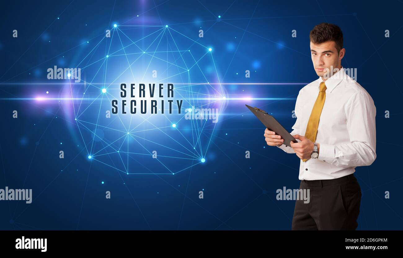 Homme d'affaires pensant aux solutions de sécurité avec inscription DE SÉCURITÉ DE SERVEUR Banque D'Images