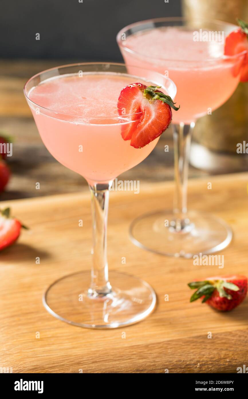 Délice aux fraises Daiquiri avec rhum et citron vert Banque D'Images