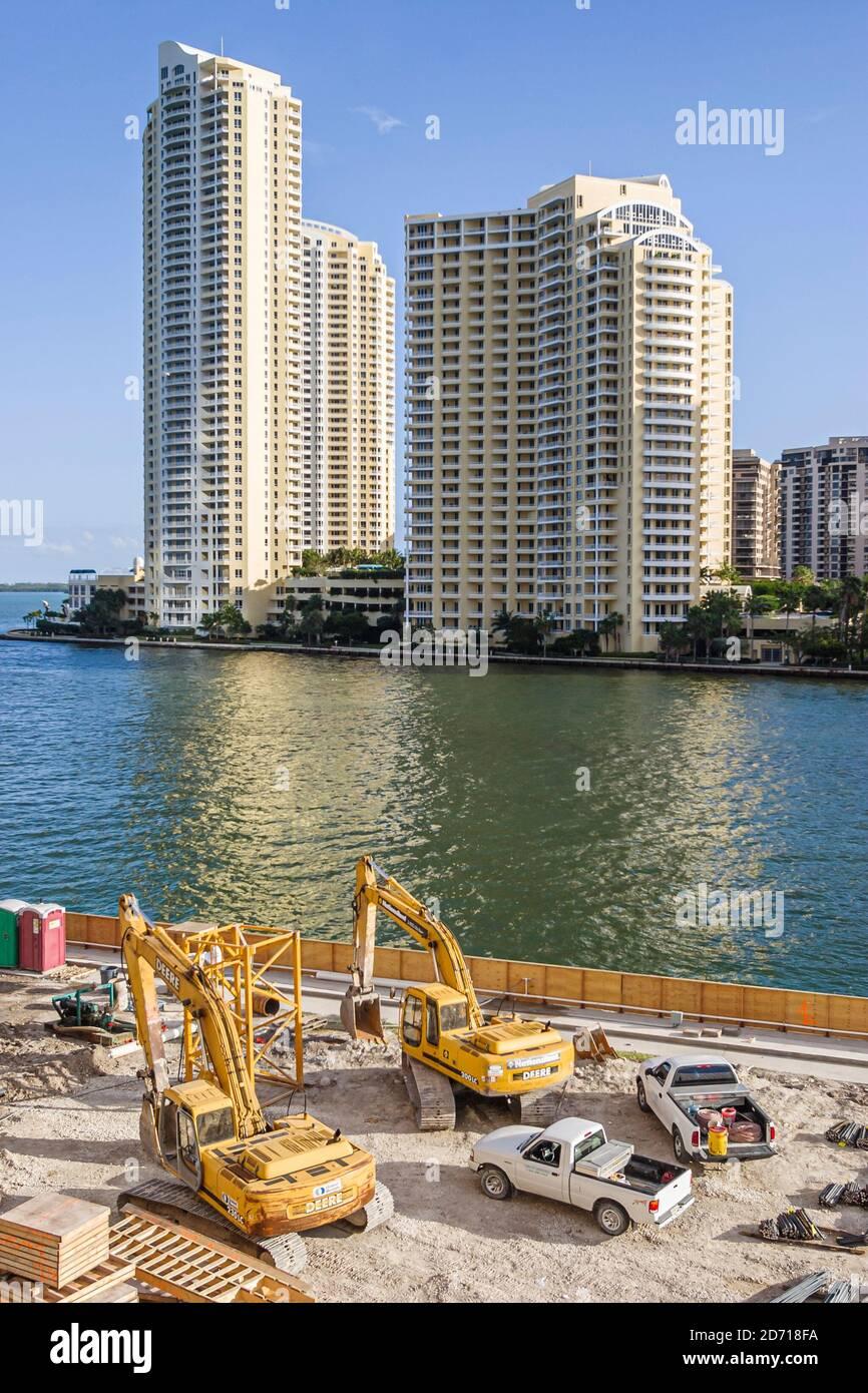 Floride Miami Miami River eau haute élévation bâtiments, condominium appartements résidentiels dans un nouveau site de construction, Banque D'Images