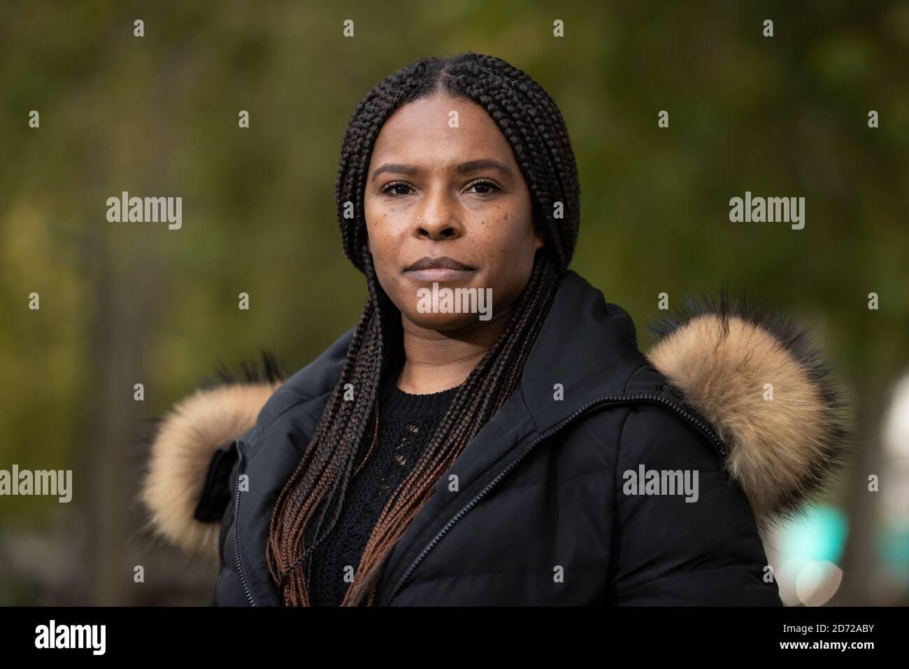 Lillian Serunkuma à l'extérieur de Scotland Yard, Londres. Mme Serunkuma, la grand-mère du garçon de deux ans qui a été abattu dans la tête à Brant le 3 juin, appelle à la présence de plus de témoins de l'incident. Les détectives croient que la « courageuse » mère de 27 ans de l'enfant a sauvé sa vie en mettant son corps entre lui et l'homme armé comme elle a été elle-même tiré sept fois. Banque D'Images
