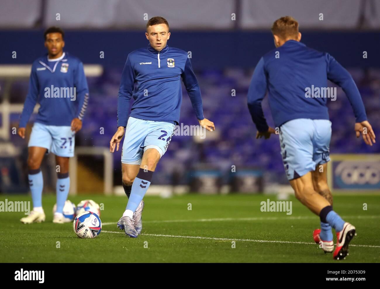 Jordan Shipley (au centre) de Coventry City s'échauffe avant le match du championnat Sky Bet au stade St. Andrew's trillion Trophy, à Birmingham. Banque D'Images