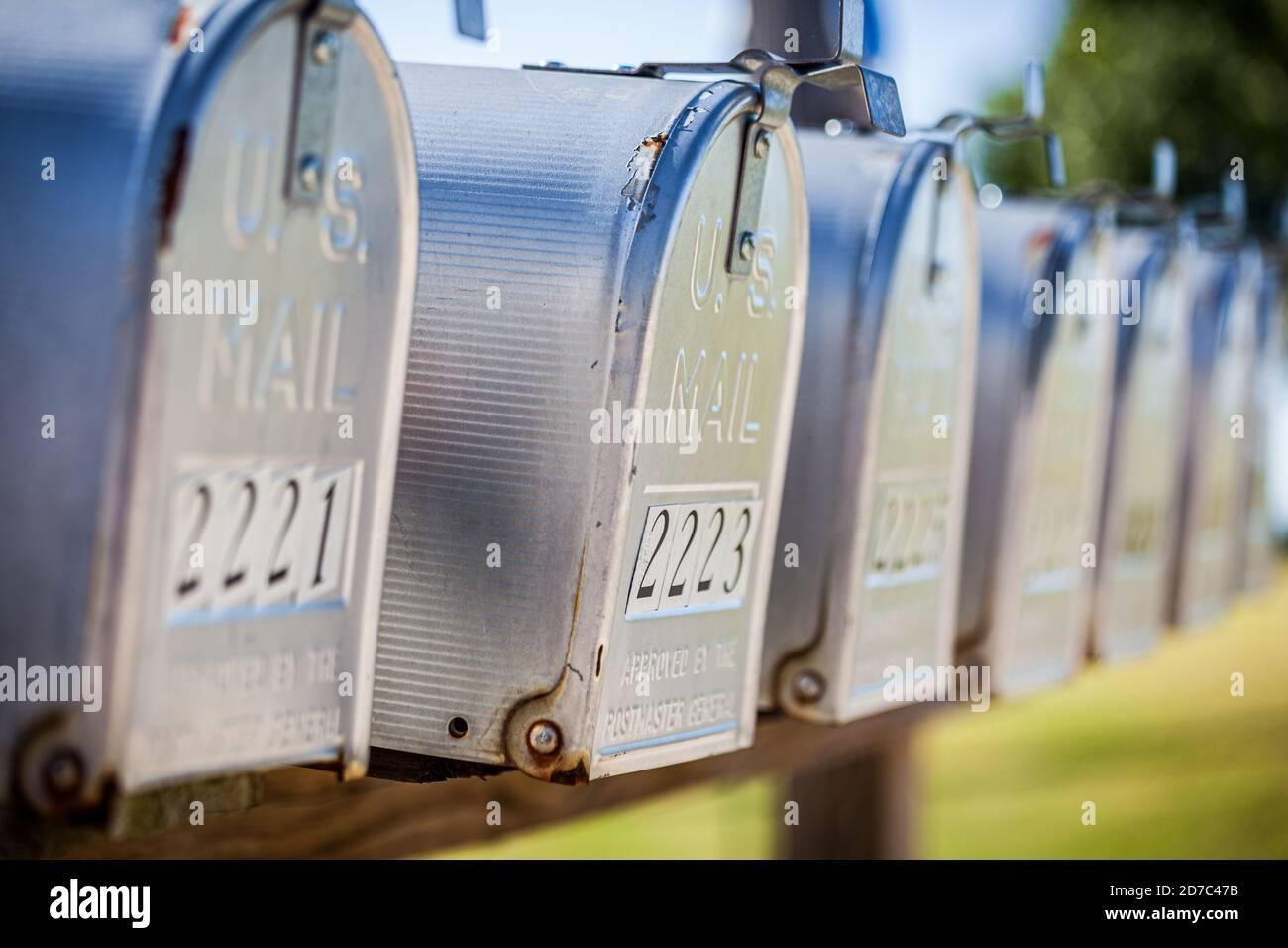 Une rangée de boîtes aux lettres des États-Unis Banque D'Images