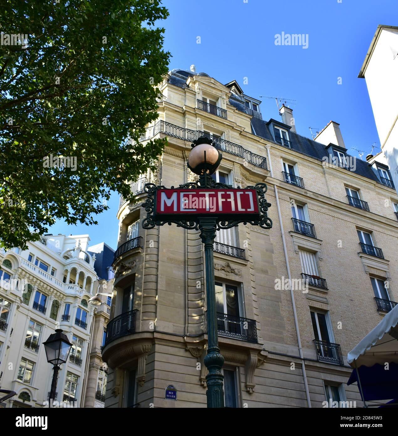 Panneau de métro parisien à la station de métro. Paris, France. Banque D'Images
